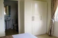 master bedroom met badkamer ensuite
